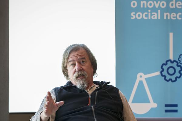 """Daniel Raventós: """"Un partido de izquierdas que apostara por la renta básica, que la argumentara, tendría mucha fuerza"""""""